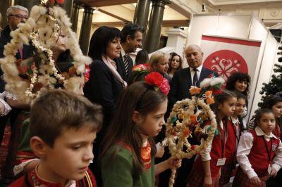 Коледари и сурвакари гостуваха в Народното събрание в навечерието на Коледните празници - Изображение 1