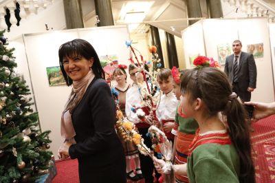 Коледари и сурвакари гостуваха в Народното събрание в навечерието на Коледните празници - Изображение 3