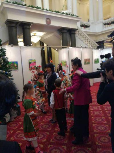 Коледари и сурвакари гостуваха в Народното събрание в навечерието на Коледните празници - Изображение 8